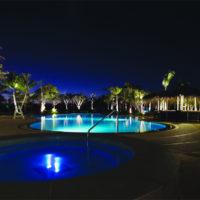 ラオラオベイゴルフ&リゾートのプール(ライトアップ)