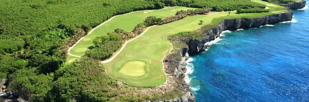 海沿い、海越えホールが人気のサイパン島のゴルフ場