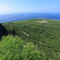 マッピ山の頂からサイパン島の北側を臨む。断崖絶壁の別名はスーサイドクリフ