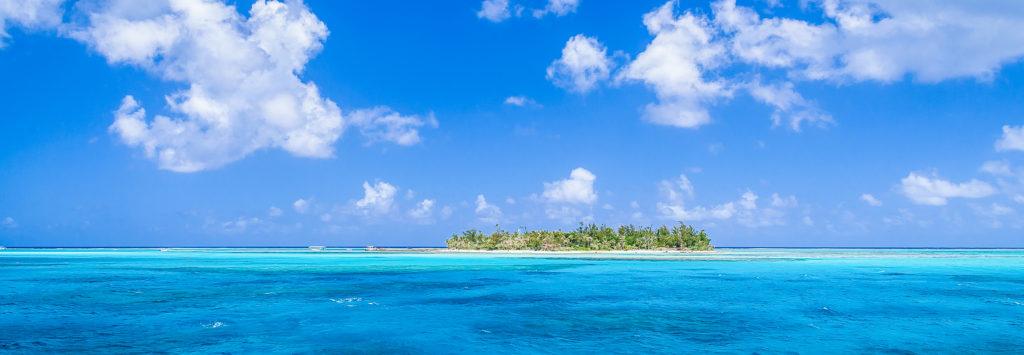 サンゴ礁に囲まれた島 マニャガハ