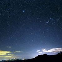 カグマン夜景と冬の星座 (c)Star Gazing Saipan
