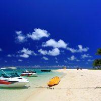 マニャガハ島には青い空・クリアな海・白い砂浜が揃う