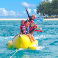 マニャガハ島のクリアな海で爽快感抜群のバナナボートに乗っちゃおう!