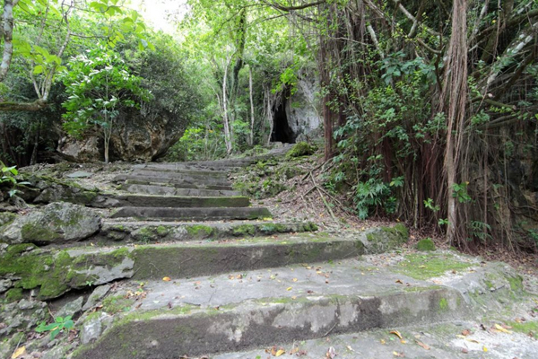 ロタ島のトンガケーブ