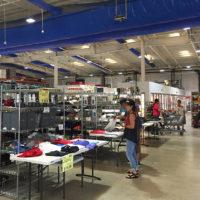 ジョーテン スーパーストアの広い店内には約2000種のアイテムがずらりと並ぶ
