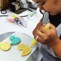 ハーマンズモダンベーカリーの社会見学ツアーは工場見学とアイシングクッキーづくり体験がセットになっている