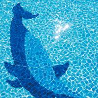 サイパンワールドリゾートには底にイルカが描かれたプールがある