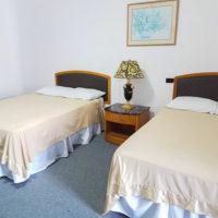 テニアン島のロリリンズホテル。客室はこざっぱりとして清潔感にあふれている。