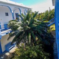 テニアン島のロリリンズホテルは白と青が基調の爽やかな雰囲気