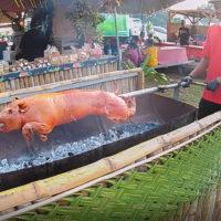子豚の丸焼きを提供する屋台もあるテイスト・オブ・マリアナ