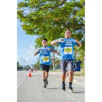 サイパンマラソン2018 チームで一緒に走るランナーたち。地元のホテルやレストランなどからも参加者が多い。