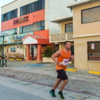サイパンマラソン2018 ガラパンの街ナカを走るランナー