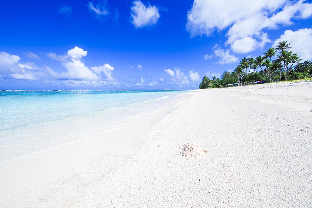 ロタ島のテテトビーチは透明な海と白い砂浜がうつくしい