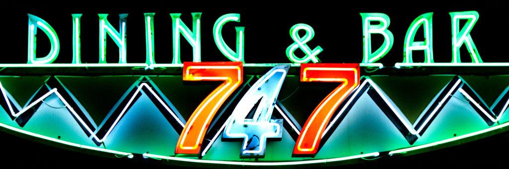 ダイニングバー747はガラパンの路地裏にある隠れ家レストラン