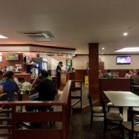 J'sレストランの店内。ミドルロード店はリニューアルをしたばかり。(サイパン)
