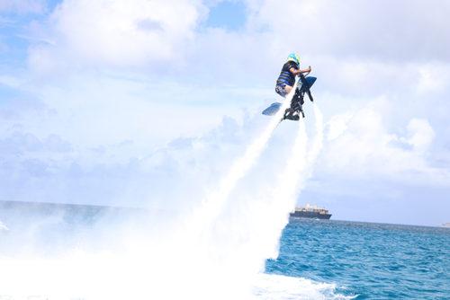 水圧で空を飛ぶ!新感覚マリンアクティビティのジェットベイターがサイパンで体験できます!